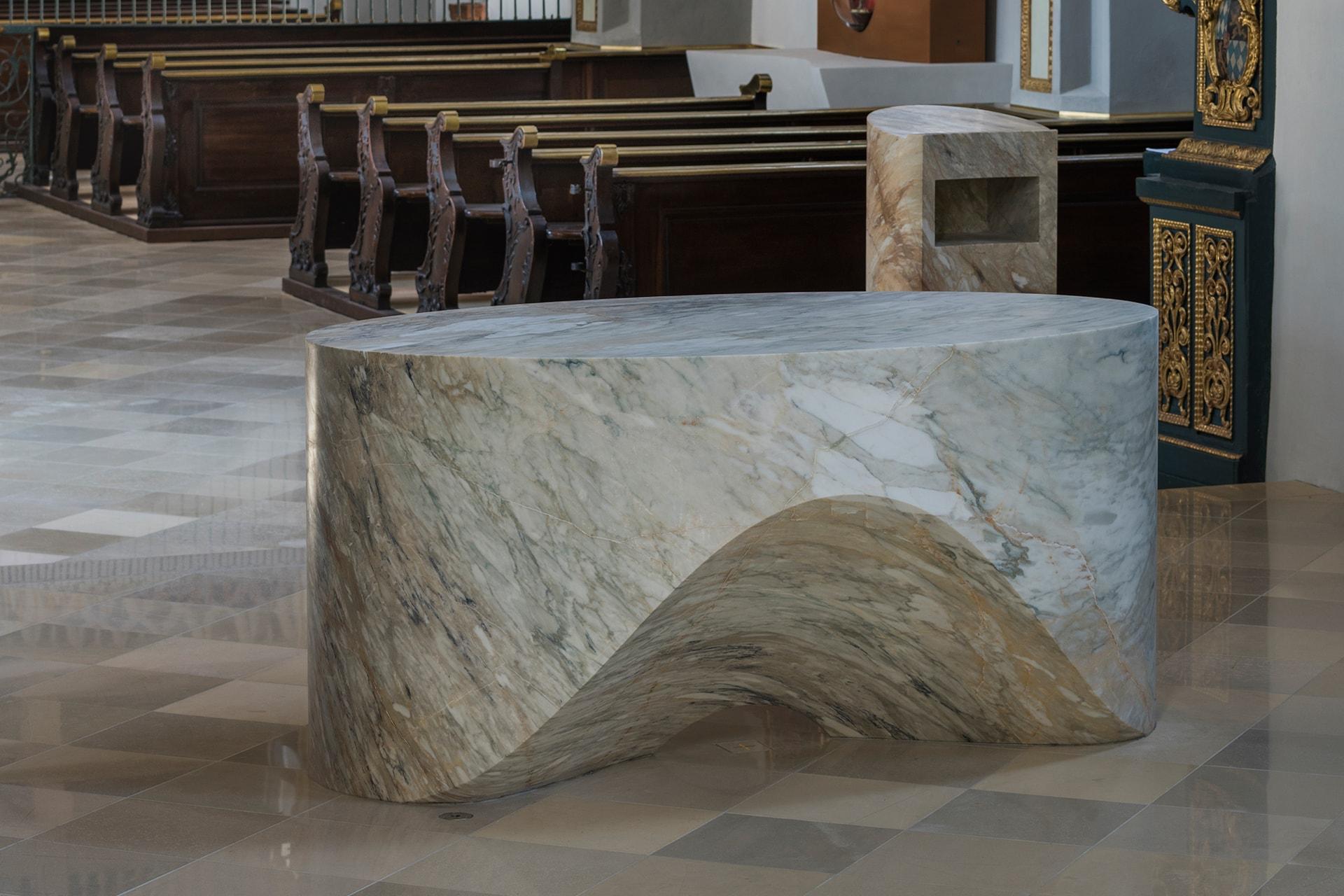 Altar aus Calacatta van Gogh, 200 x 110 x 95 cm, fein geschliffen