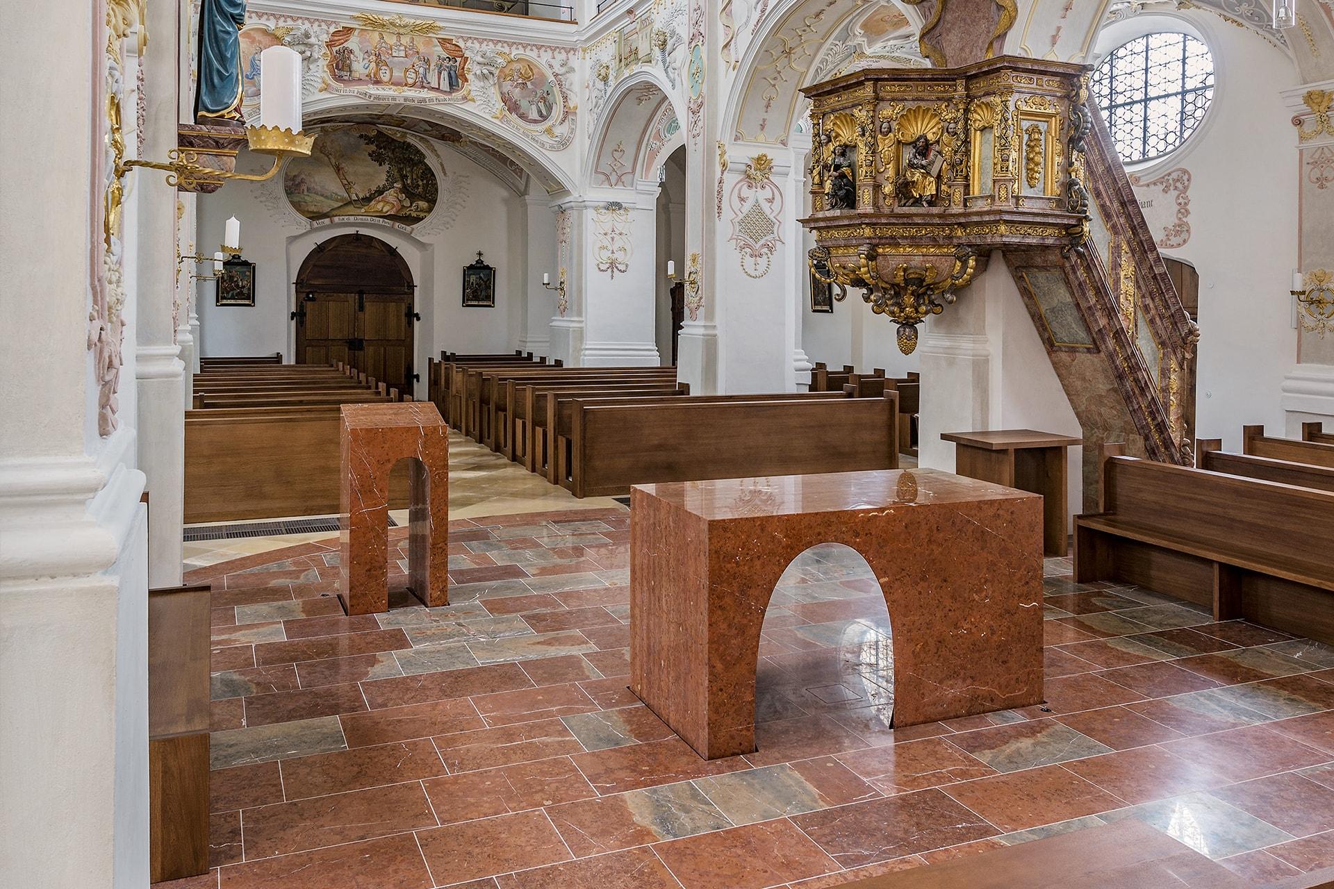 Altar aus Adneter Kalkstein,