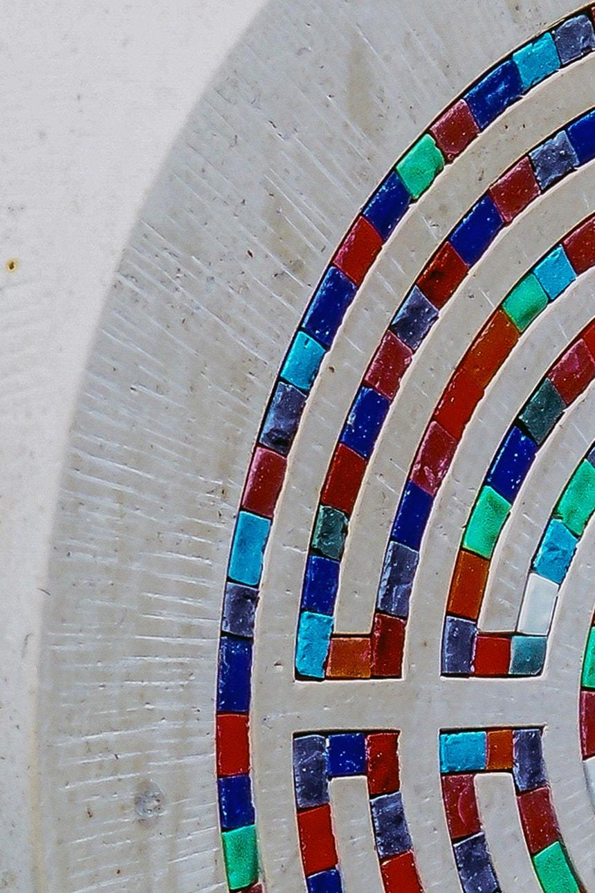 Stele aus Comblanchien Mouechete mit Mosaik