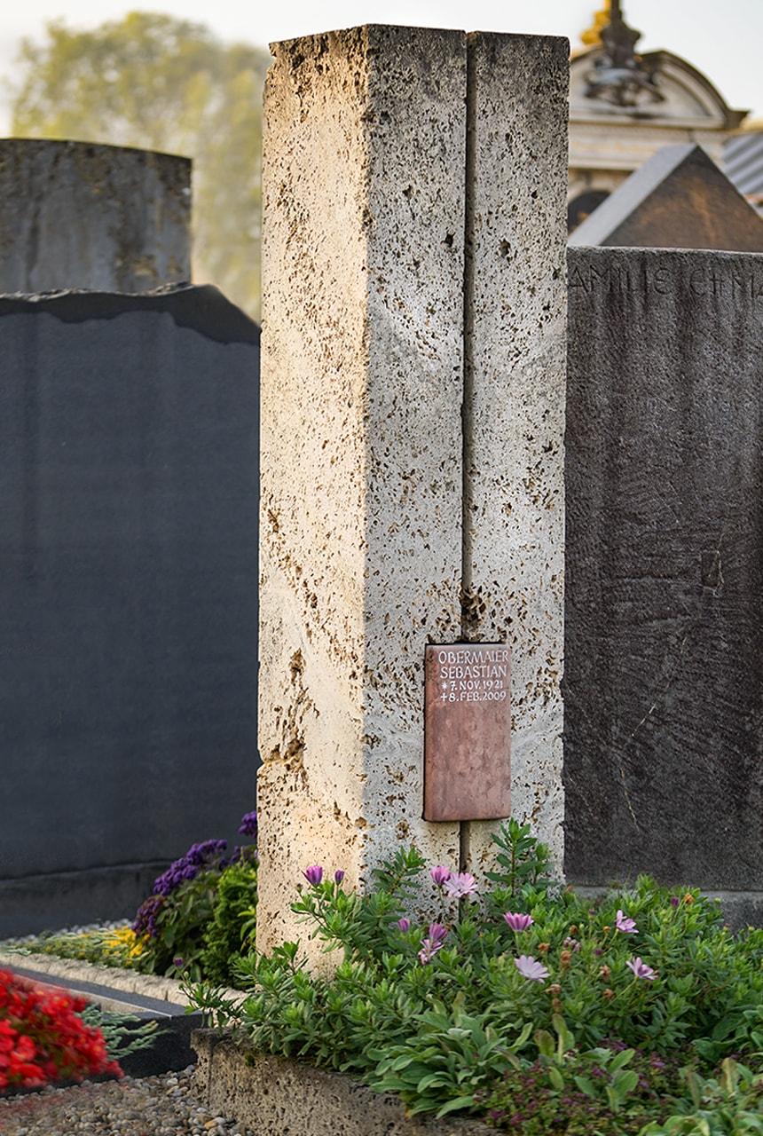 Stele aus Kalktuff, geschliffen