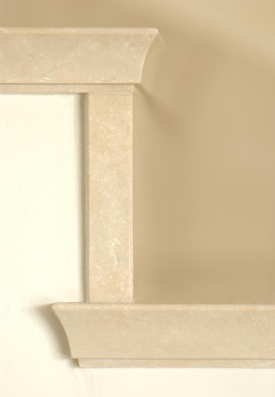 Treppendetail: Bodenbelag und massive Treppenstufen aus ägyptischem Kalkstein